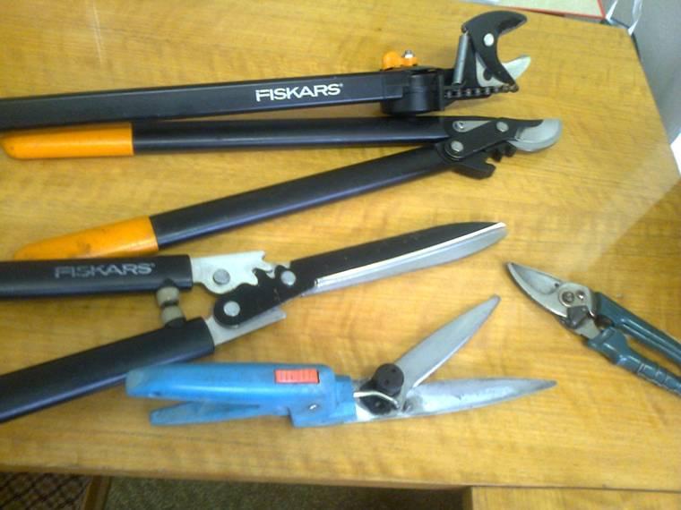 zahradní nůžky FISKARS po nabroušení