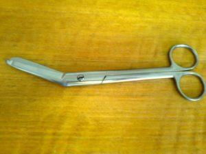 lékařské nůžky na stříhání obvazů