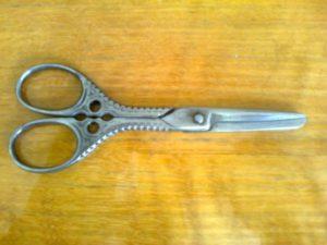 staré nůžky po nabroušení a čištění