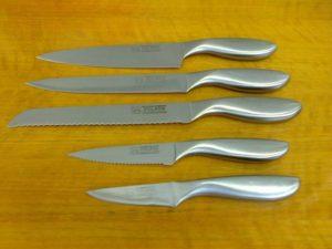 sada nožů po nabroušení