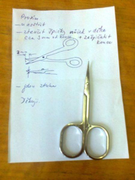 manikúrní nůžky