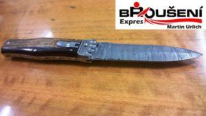 Nůž vystřelovací z damascenské oceli.
