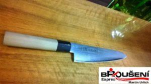 Nůž z damascenské oceli celkový pohled.